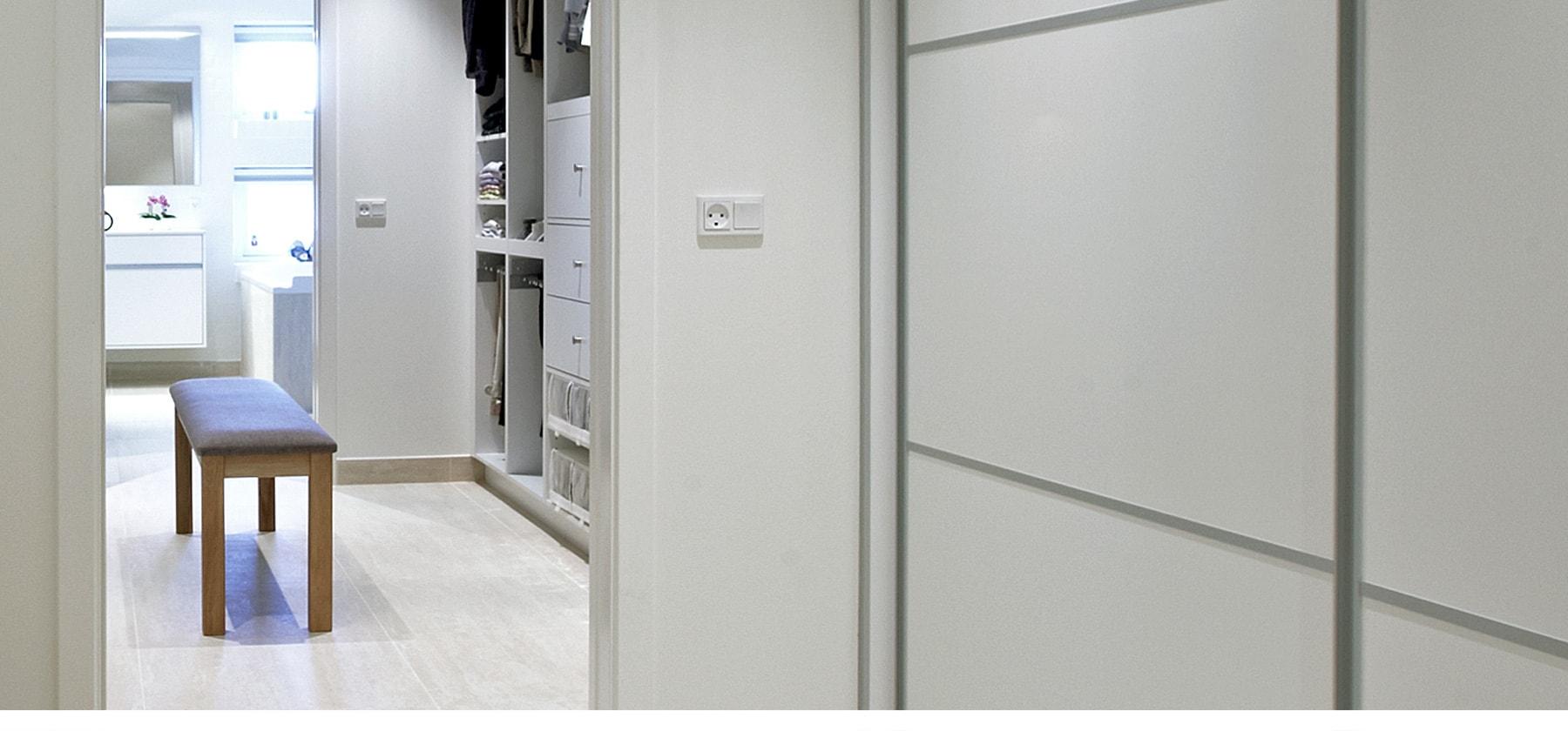 Stor Walk-in-closet - Garderobe indretning | SØNDERBORG KØKKEN VX-72